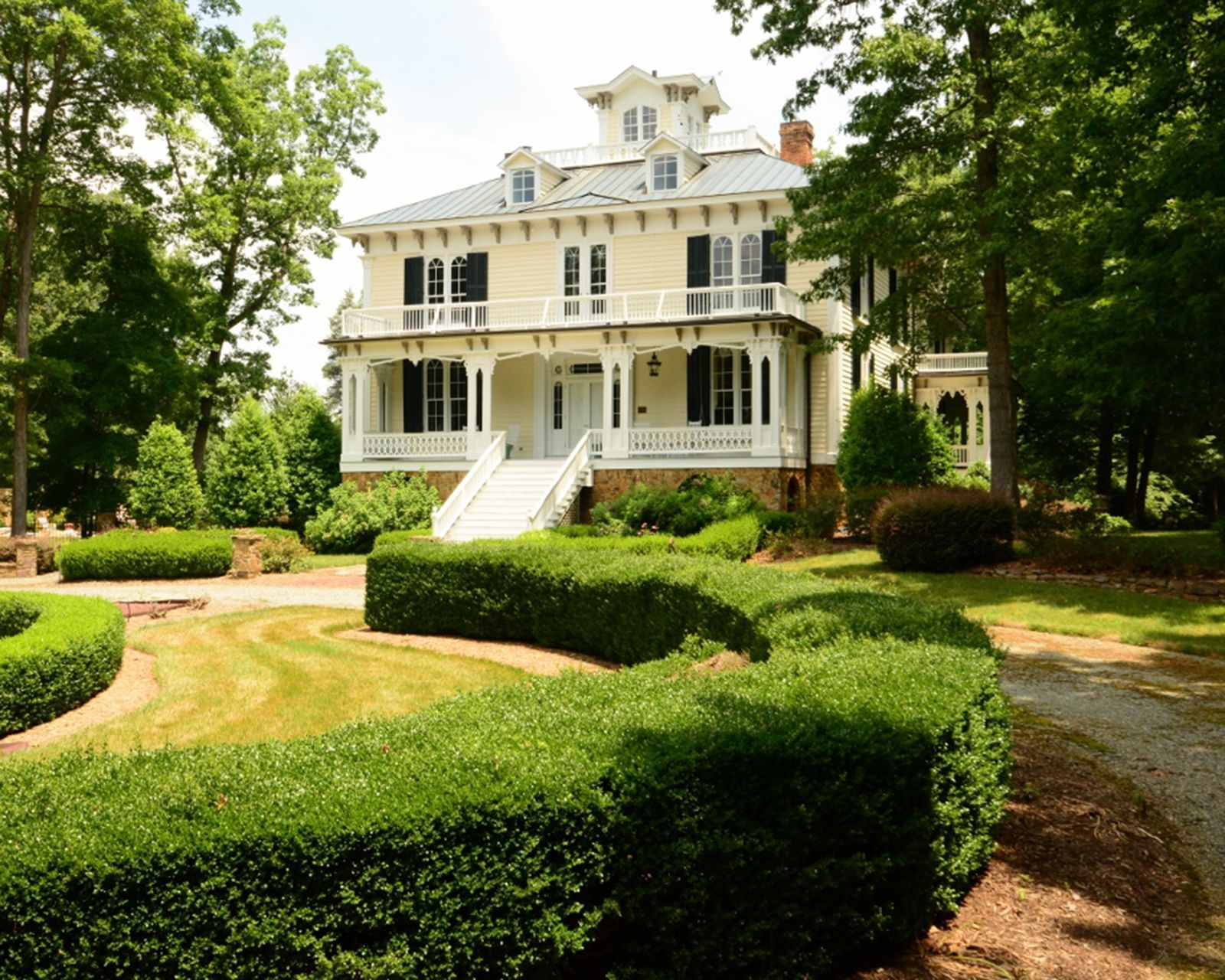 The 10 Most Beautiful Historic Homes on the Market in 2015