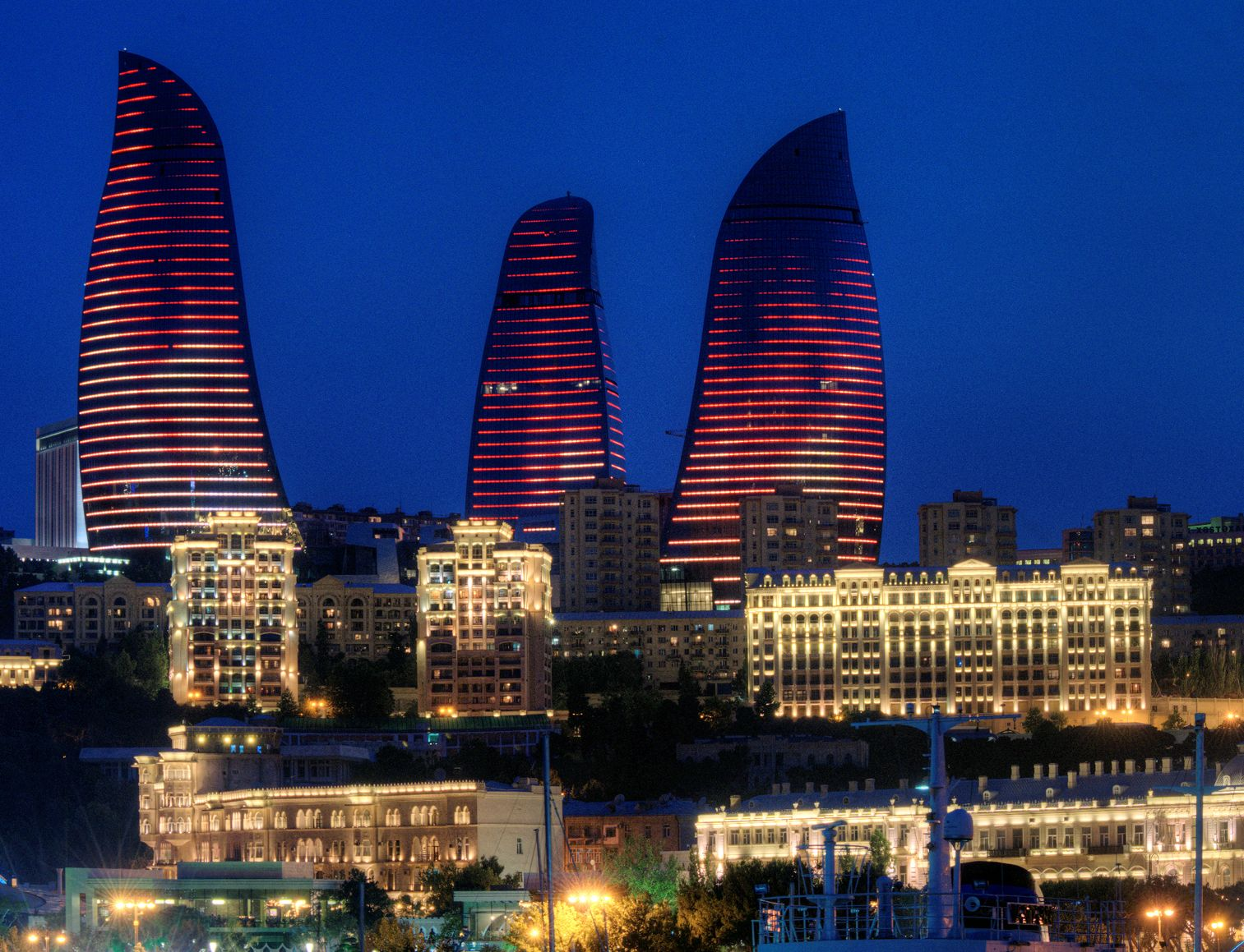 Baku Flame Towers Baku Azerbaijan Perched On A Hilltop Site Overlooking Baku Bay And The Old City Center This Iconic Trio Of Bui Skyscraper Baku Building