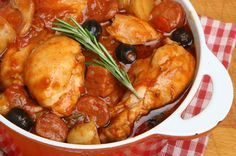 Easy recipe to prepare Spanish style chicken thighs, a delicious dish with the typical flavors of Spanish cuisine.