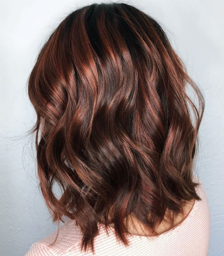 Colorazione capelli di colore castano con riflessi color rame ... 6545e575bdc5