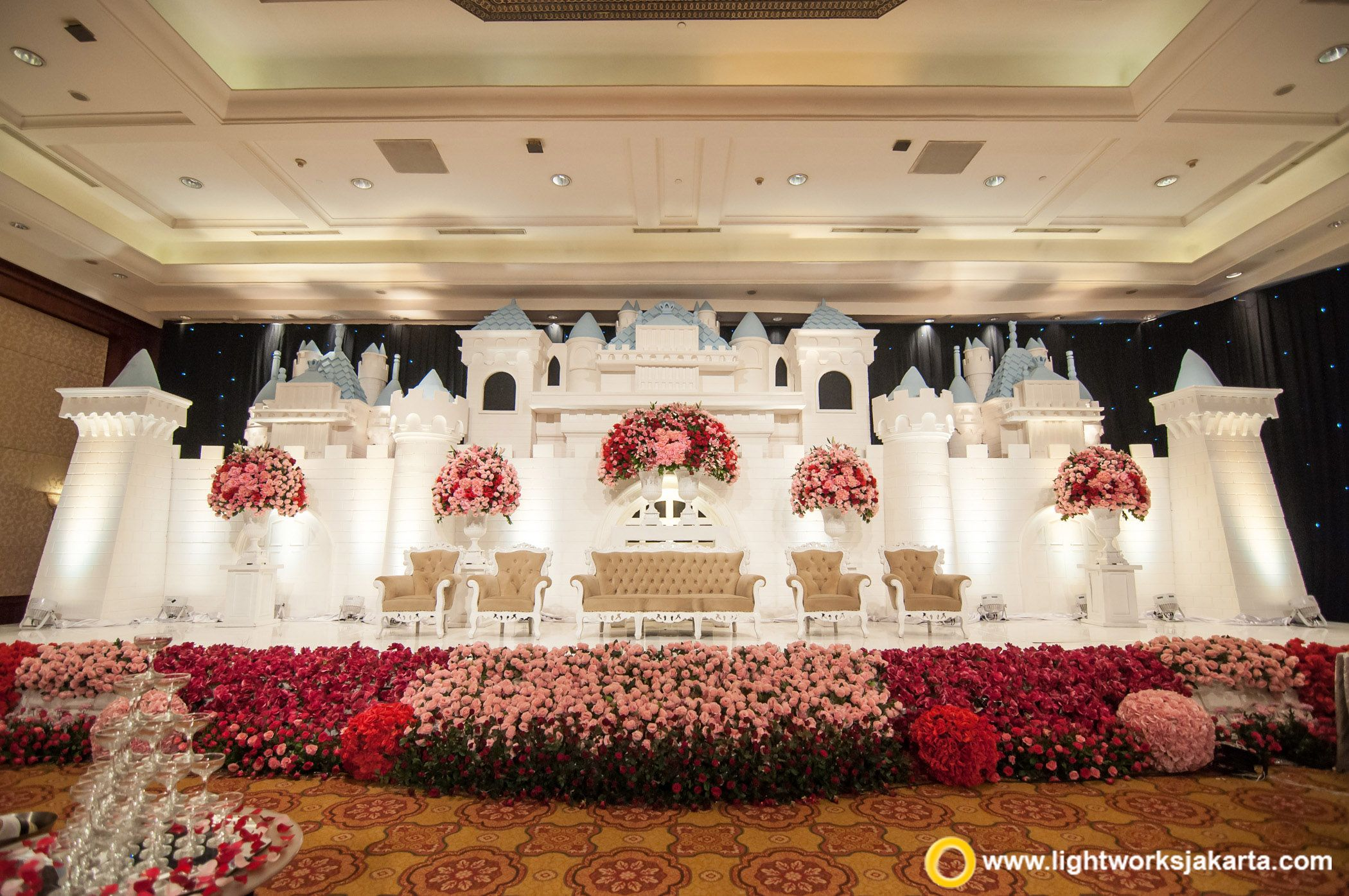 The great palace of love with vica decoration as the decorator and the dome of wedding stage junglespirit