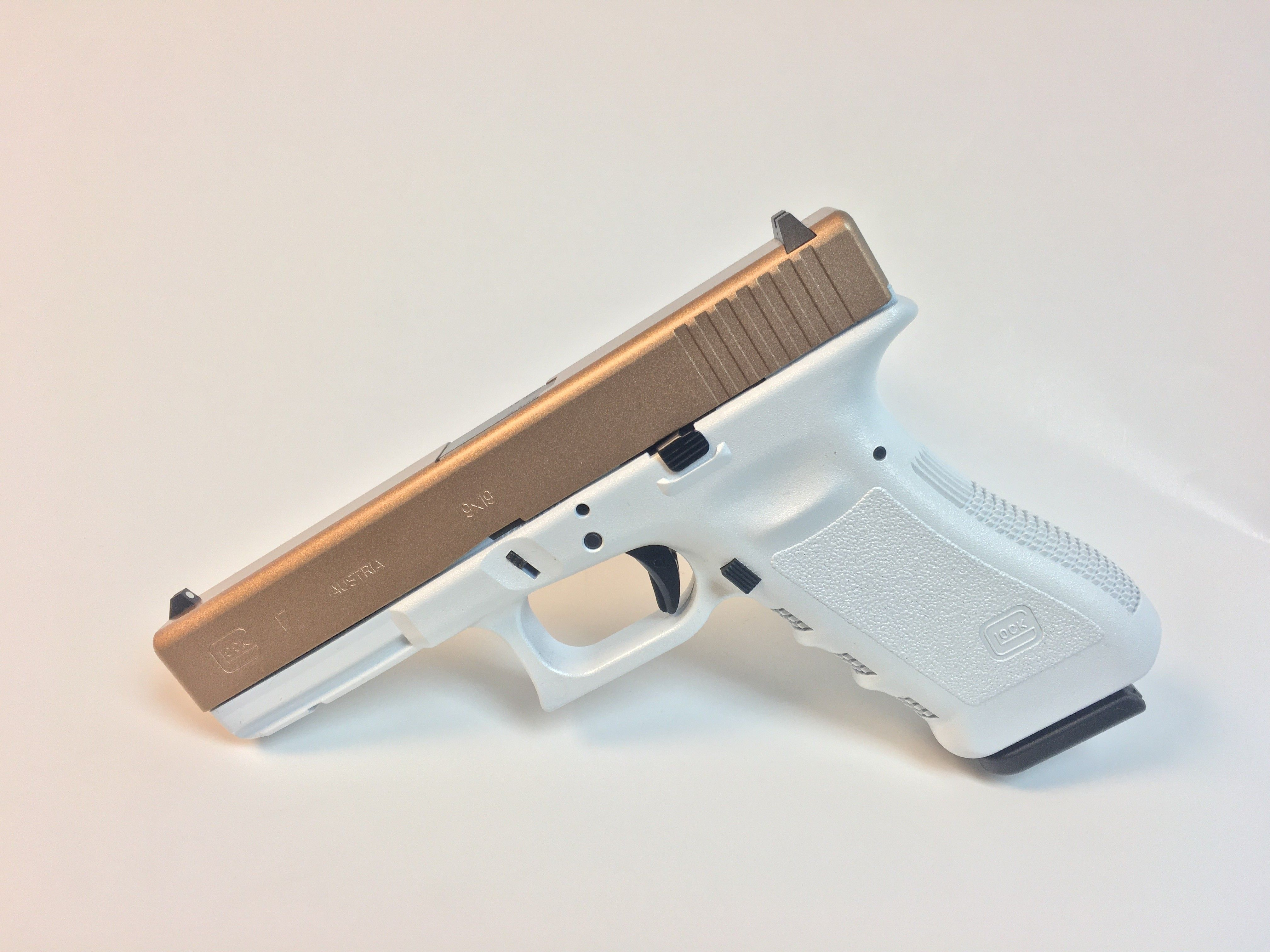 41035c3c402 White Pearl and Rose Gold Glock 17 Gen3 9mm Speed up and simplify the pistol  loading
