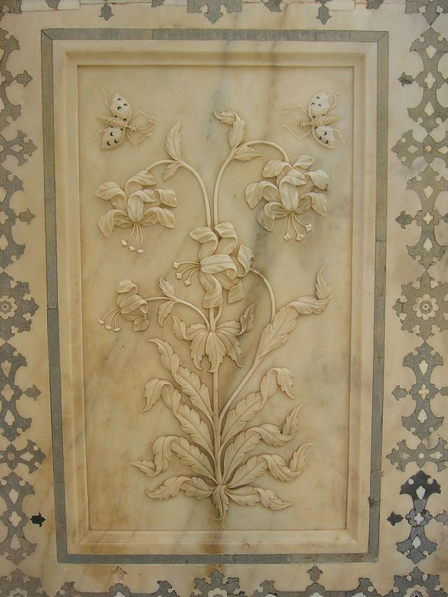 Amber Fort Jaipur Rajasthan India. The magic flower fresco. Right: Baradhari pavilion at Man Singh I Palace Square.