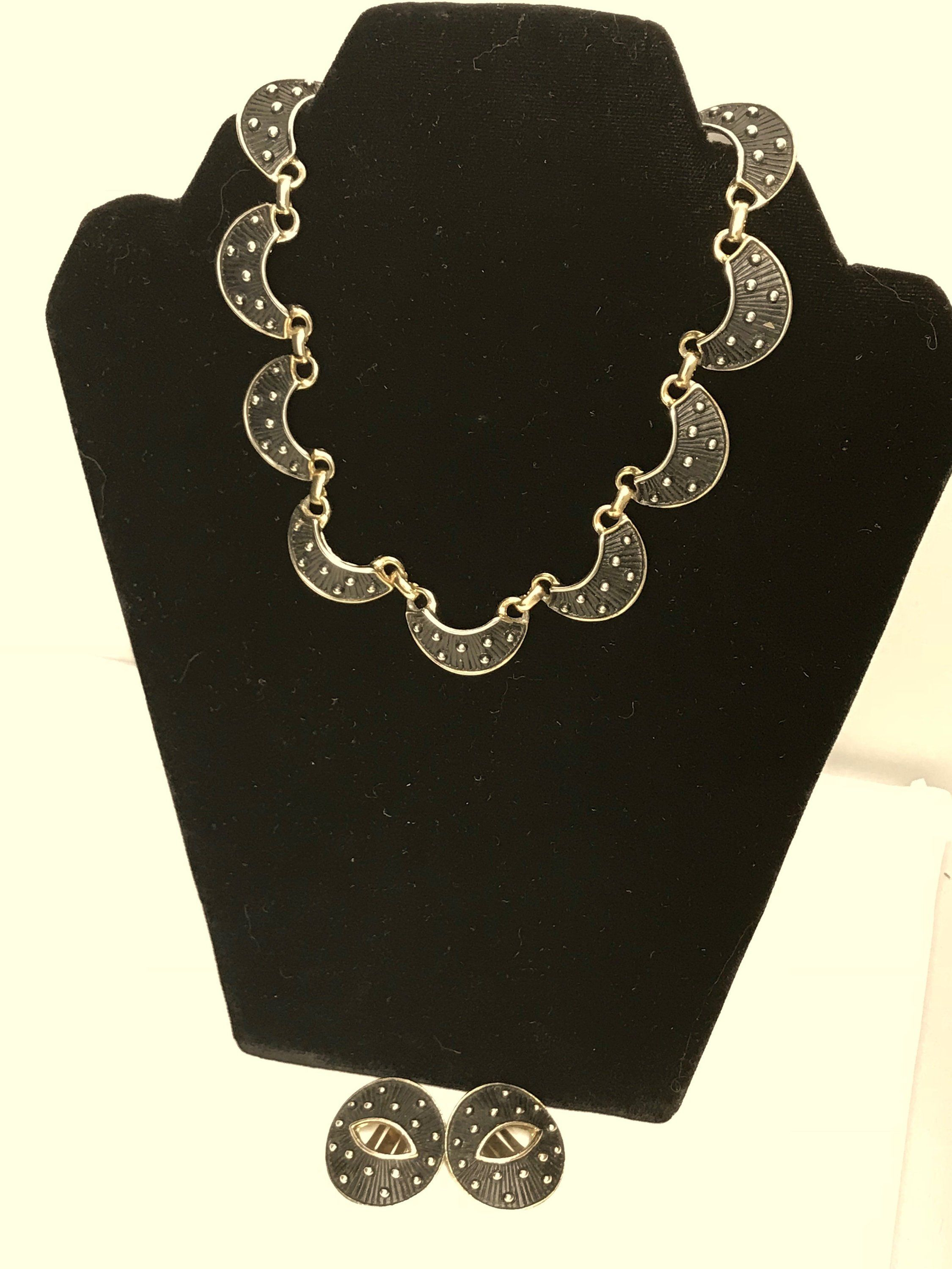 Vintage Costume Silver and Black Collar Necklace /& Earring Set Silvertone and Black Link Necklace or Choker with Clip-On Oval Earrings