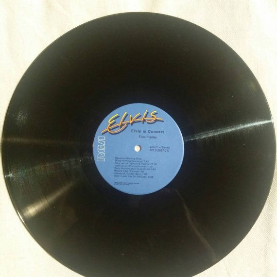 Check out this item in my Etsy shop https://www.etsy.com/listing/260929983/1977-2-lp-vinyl-set-elvis-in-concert-by