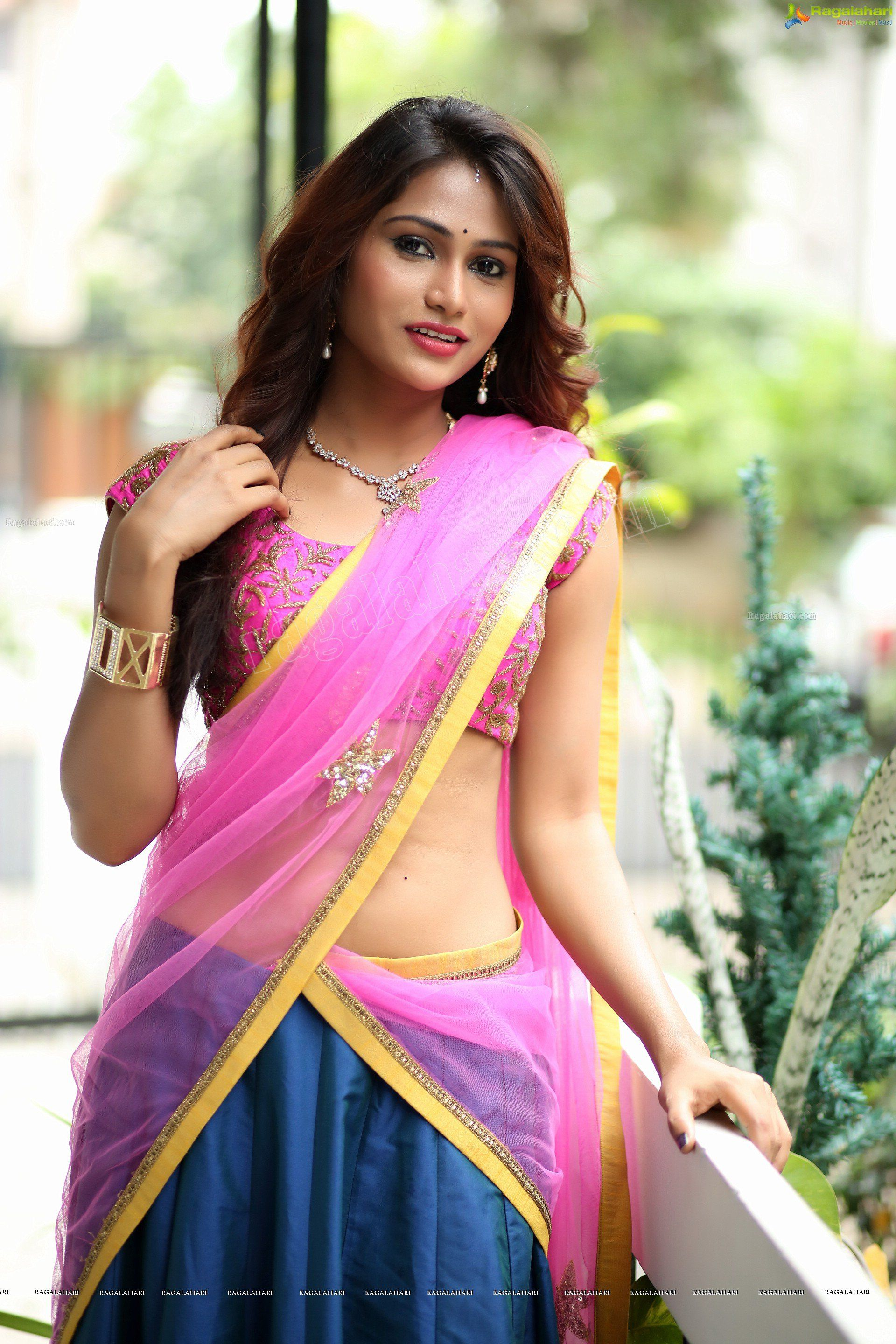 South Actress Arpitha Enny Navel Show   South Indian Navels