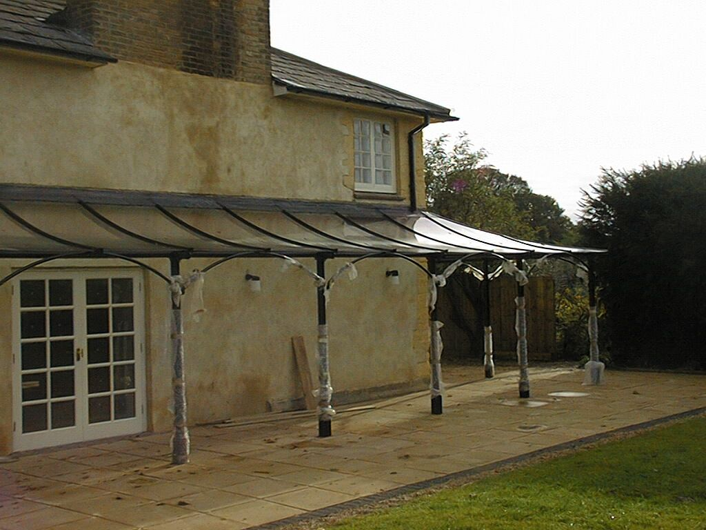 Beautiful curved wrap around aluminium glazed canopy framing a country home and bringing a stylish aesthetic & Beautiful curved wrap around aluminium glazed canopy framing a ...