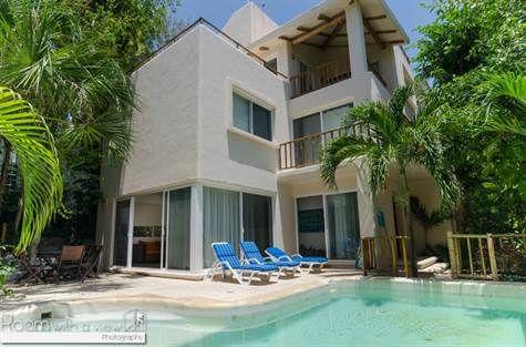 Moderna villa de 3 recámaras a 50 metros del mar en Playacar $724,000 USD