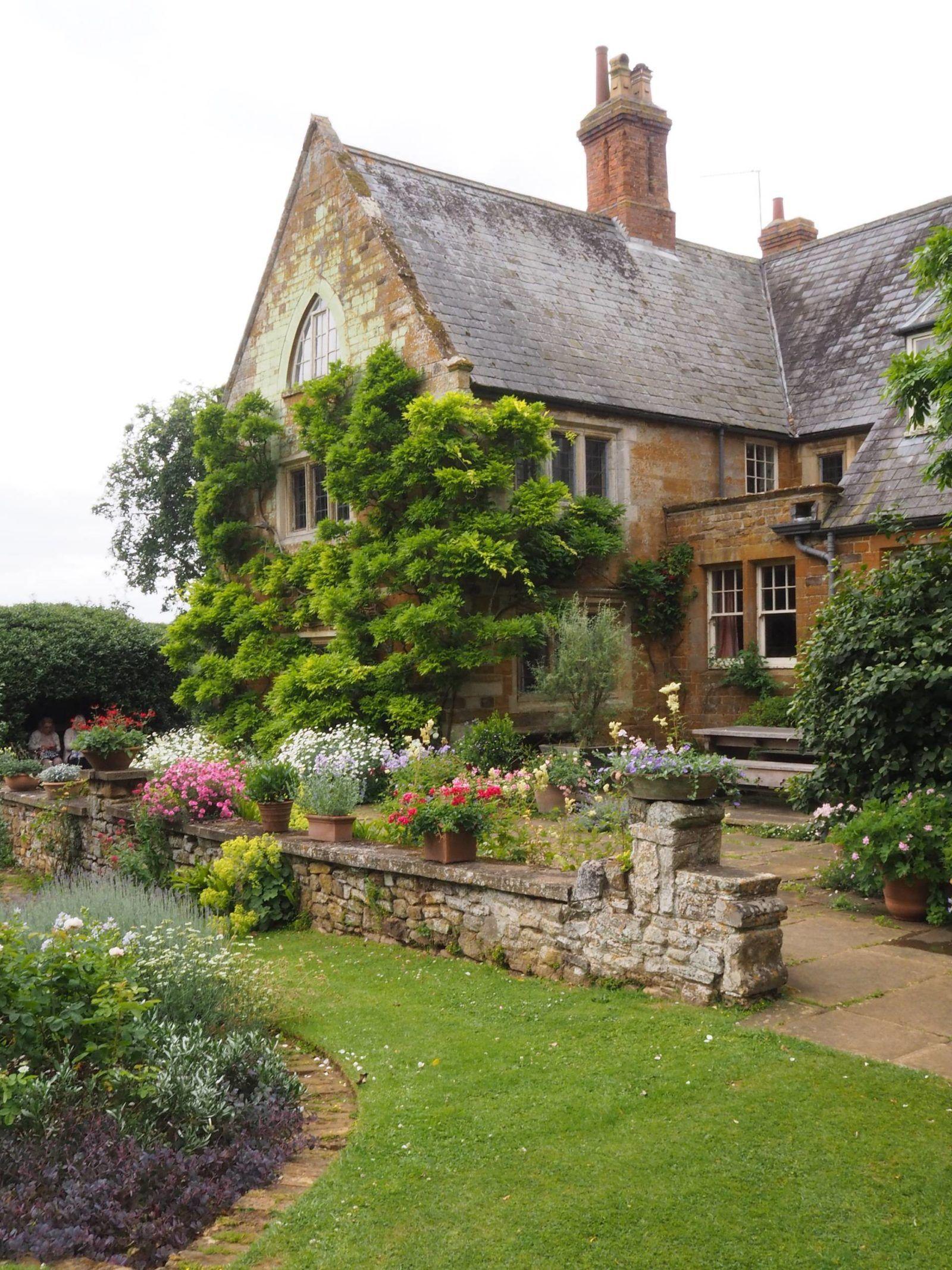 Beautiful British Gardens Coton Manor Gardens Northamptonshire