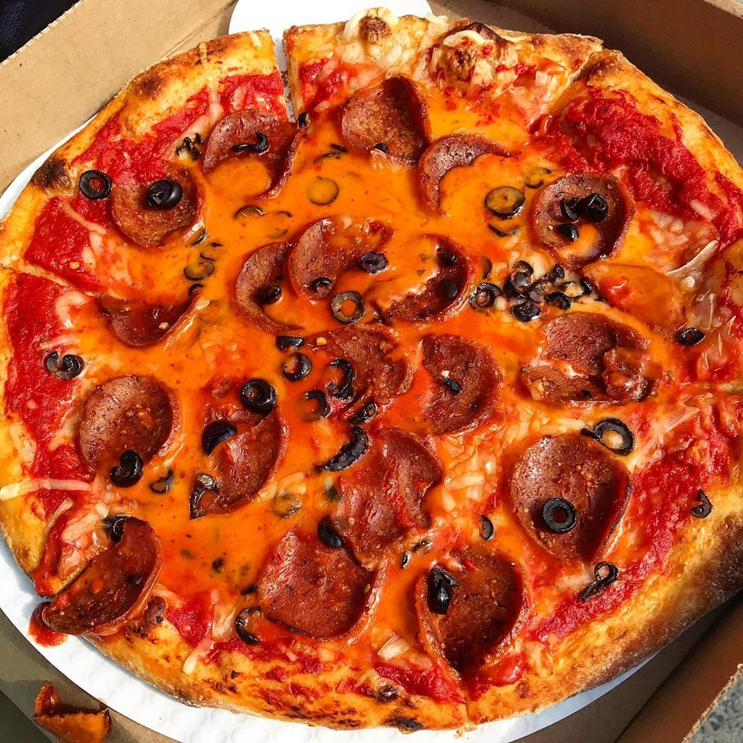 1 469 Likes 36 Comments The Vegan New Yorker Thevegannewyorker On Instagram Vegan Pepperoni Pizza In 2020 Vegan Pepperoni Vegan Pepperoni Pizza Pepperoni Pizza