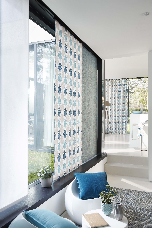 ambiance palmyr tourmaline panneaux japonais en tissus away tourmaline et palmyr tourmaline en avant plan rideau en p idee deco panneau japonais deco rideau