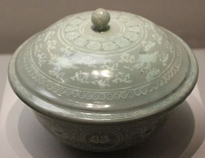 Covered Celadon Bowl with Inlay Design