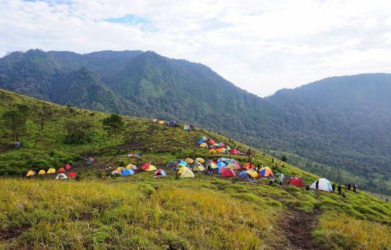 Gunung Terindah Di Jawa Barat Pemandangan Danau Backpacker