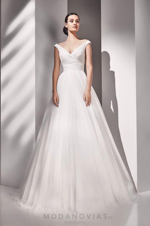 Vestido de novia AMY de tul suave en color marfil con el escote tipo ...
