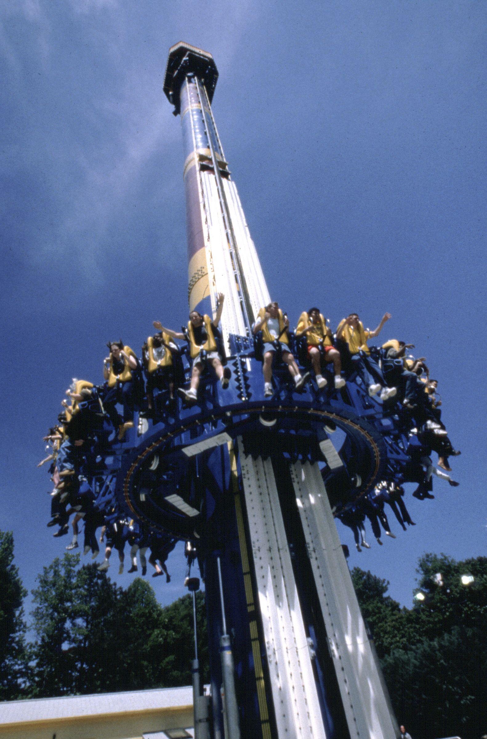 Pin By Jaelyn Baskett On Amusement Park Rides Amusment Parks Rides Amusement Park Rides Carnival Rides
