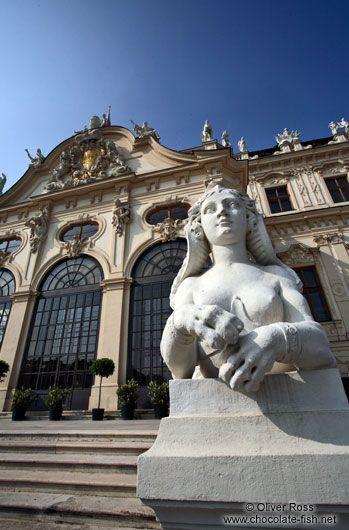 Скульптура вне дворца Бельведер