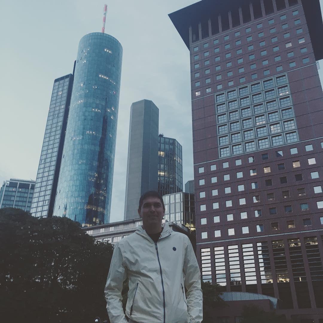 Frankfurtammain Ffm Maintower Freitagabend Deutschland Hessen Skyline Frankfurt Io Skyscrapers Germania Francoforte In 2020 Instagram Posts Instagram Willis