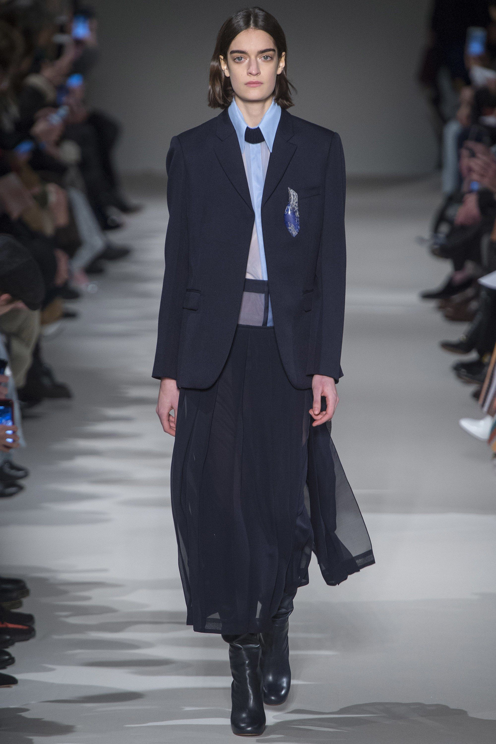 Victoria Beckham Fall 2017 Ready-to-Wear Fashion Show - Celine Delaugere