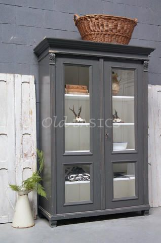 Vitrinekast 10114 - Prachtige oude houten vitrinekast met een donker ...