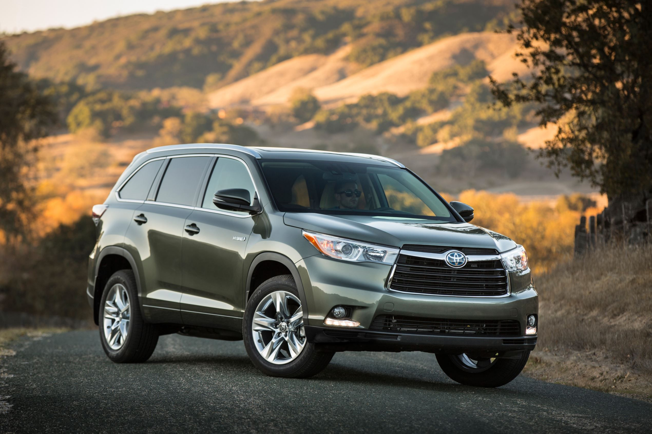 TOYOTA HIGHLANDER HYBRID 4WD 20 Most Fuel Efficient SUVs of 2015