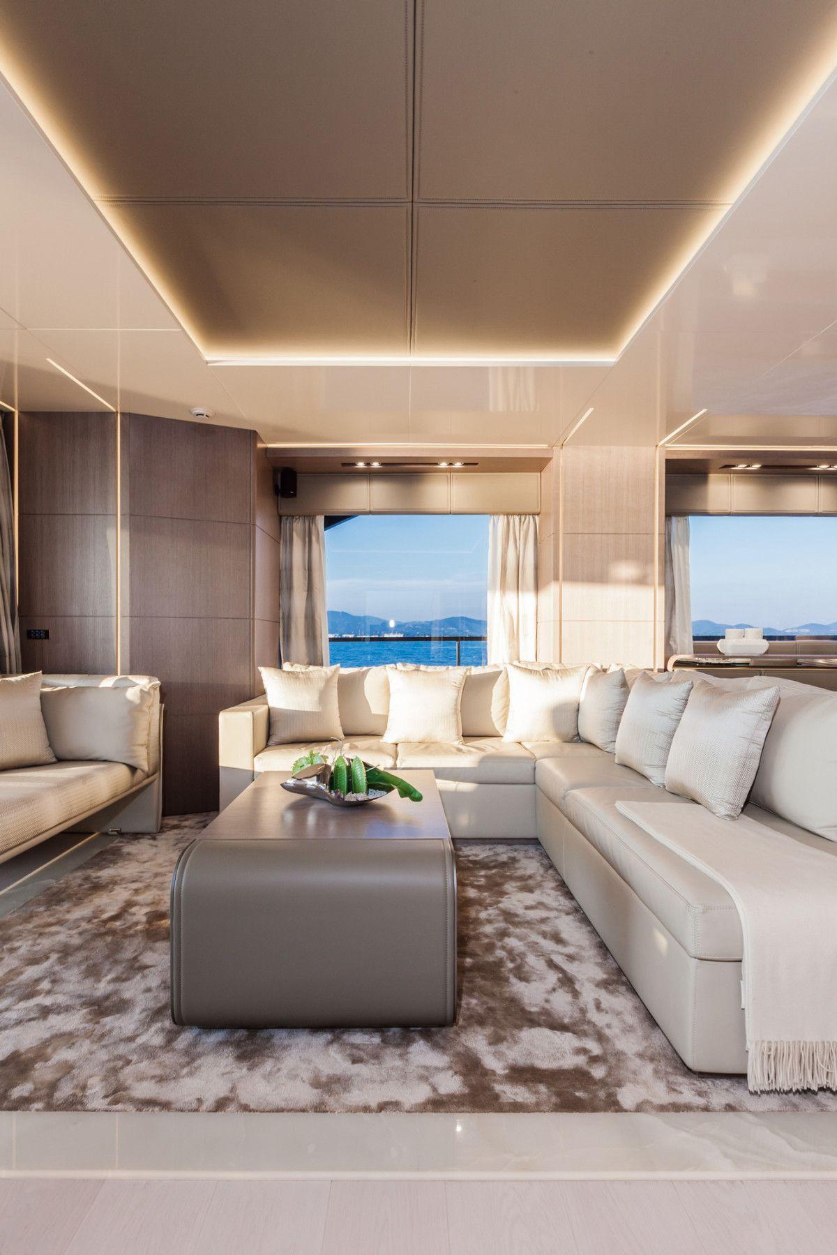 Dreamline 26 – main salon DL Yachts Dreamline