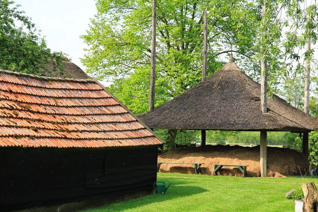 Putten, Kielveldersteeg - de Mariahoeve uit 1907 met hooiberg