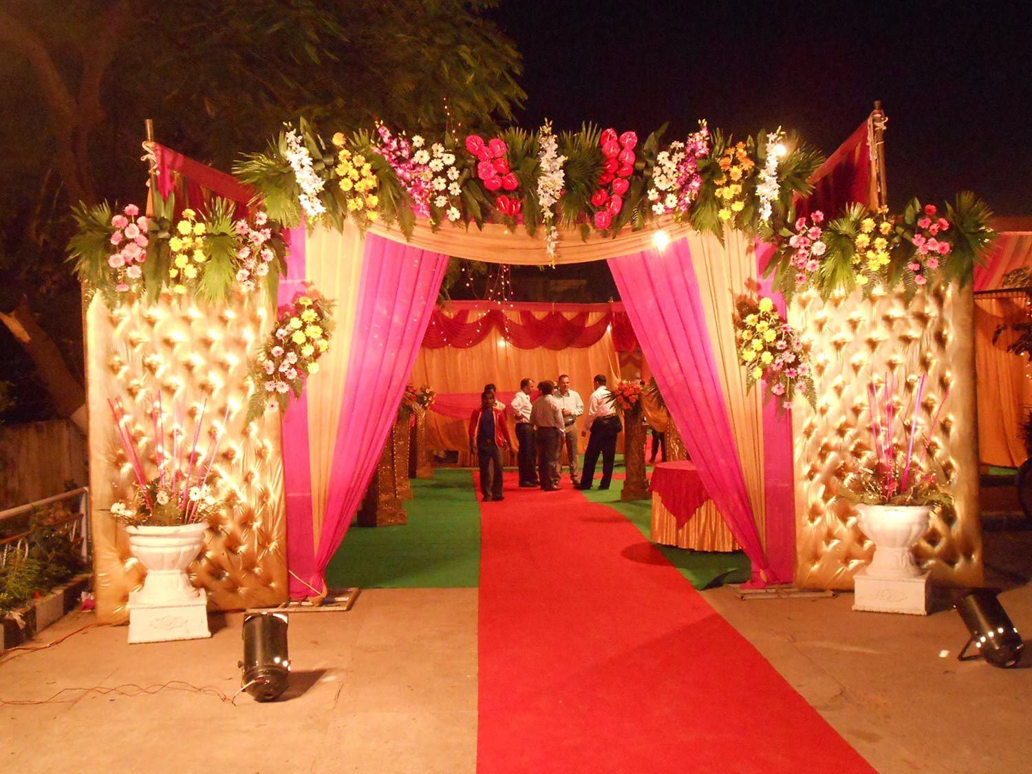 45 Amazing Wedding Entrance Decoration For Perfect Party