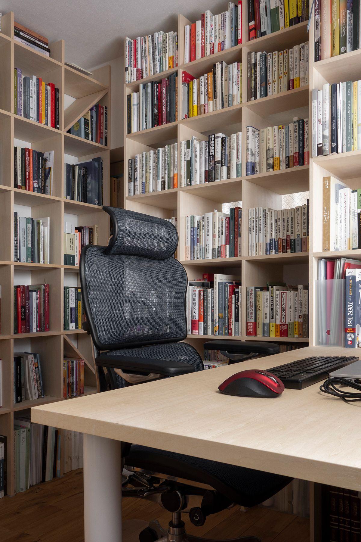 壁3面が本棚の書斎 デスク付き本棚 Shelf No 10 マルゲリータ使用例 本棚 インテリア 家具 書斎 デスク