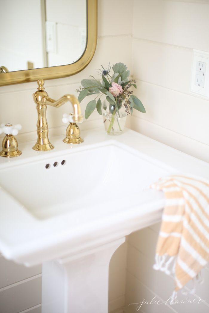 Best Pedestal Sink Gold White Julieblanner Benjamin Moore 400 x 300