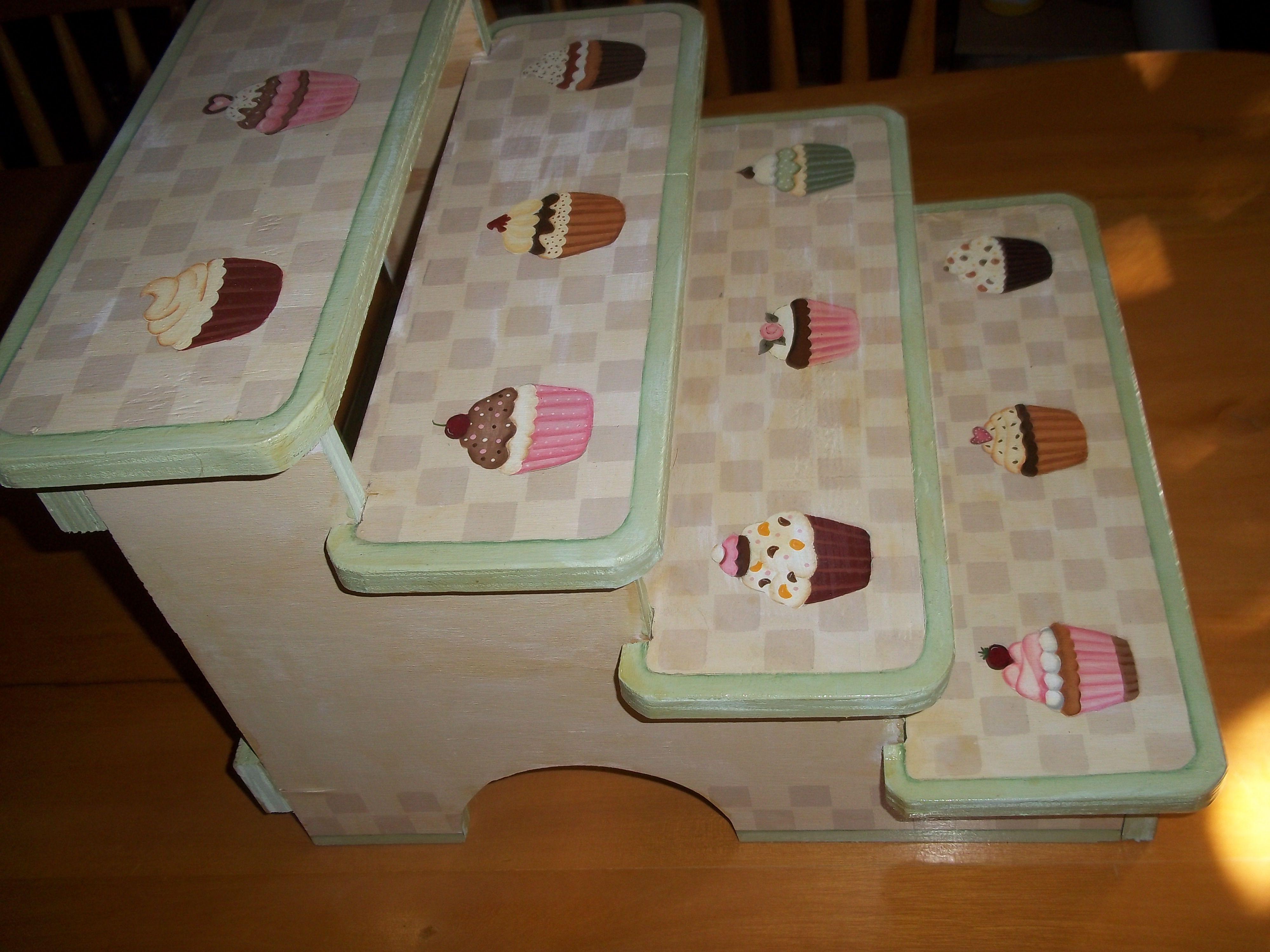 Base de madera exhibidor para cupcakes d todo un poco - Bases para cupcakes ...