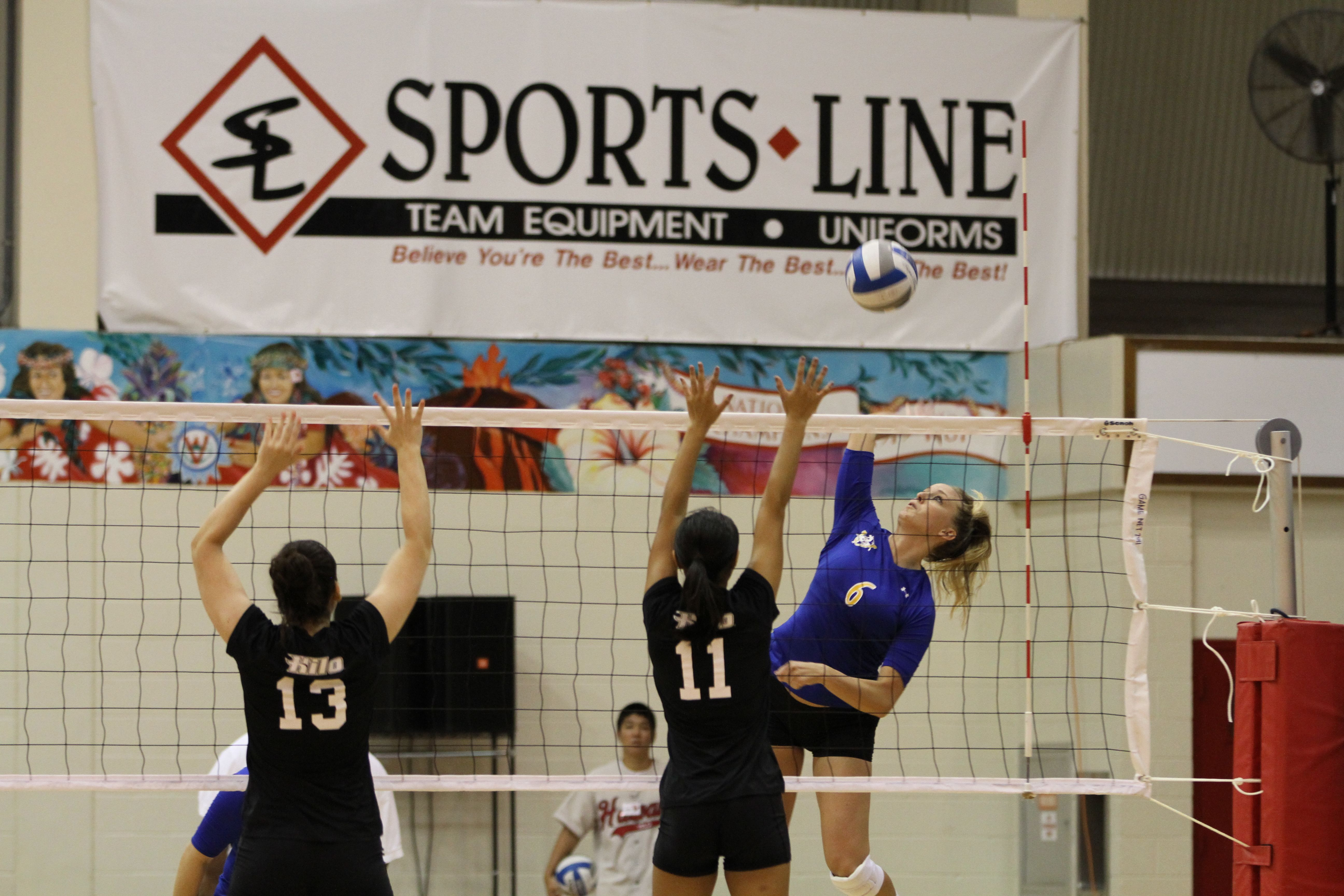Courtney Geesing Goes Up For A Kill Against Hawaii Hilo Volleyball Pictures Sports You Re Awesome