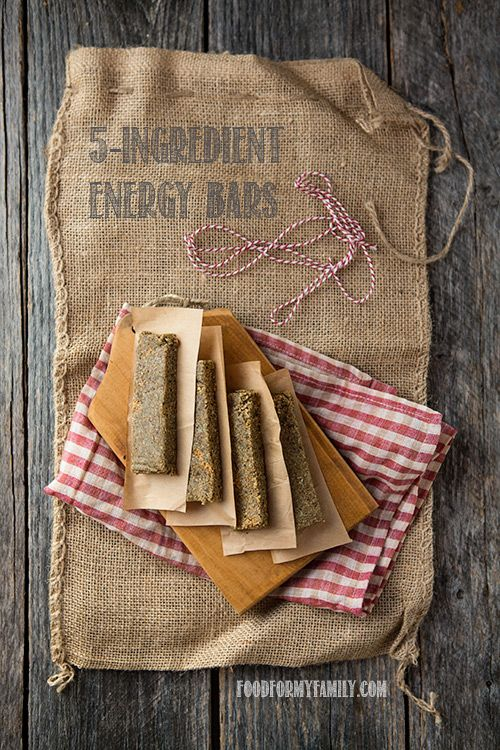 5-Ingredient Energy Bars: pumpkin seeds, quinoa flakes, cardamom, cranberries, dates.