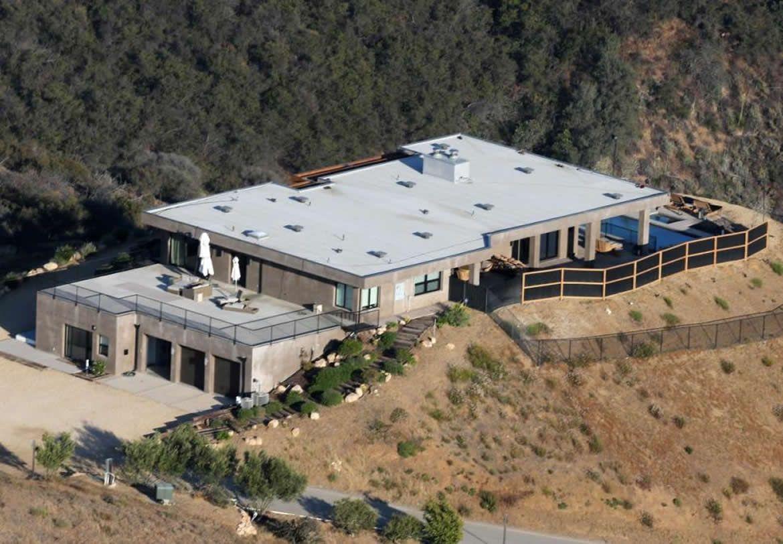 Sneak peek inside caitlyn jenner s malibu mansion for Buy house in malibu