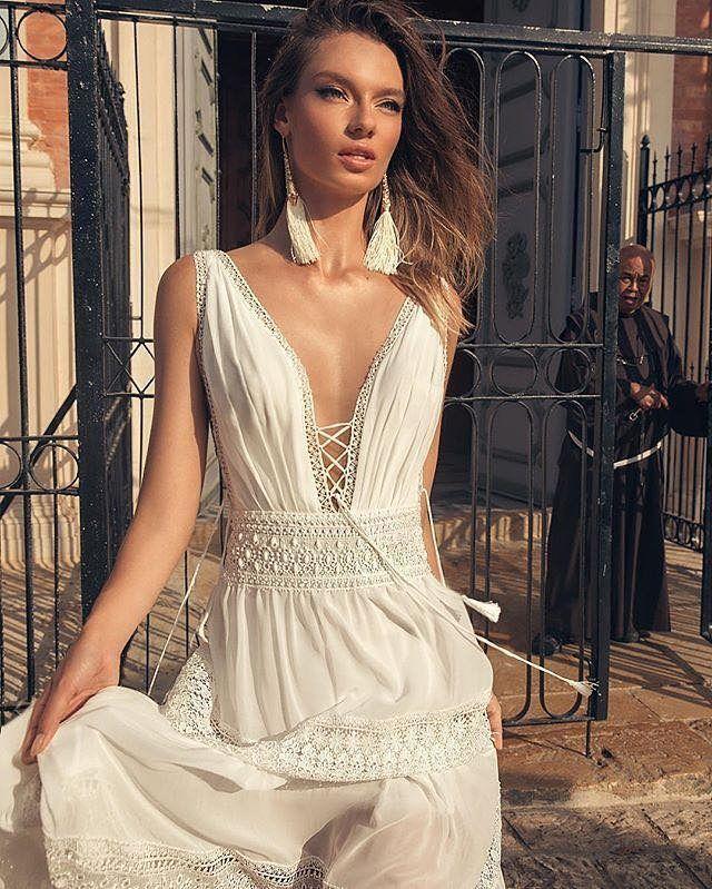 503d43332d La nueva colección de Julie Vino nos sorprende con vestidos de novia que  además de sexy son románticos. Próximo trunk show en nuestra boutique
