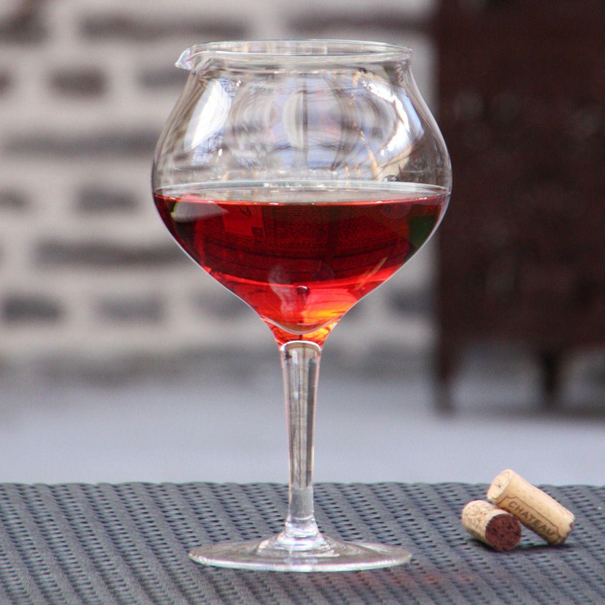 Trompe L œil Ceci N Est Pas Un Verre A Vin Mais Qu Est Ce Donc Carafe Vin Verre De Vin