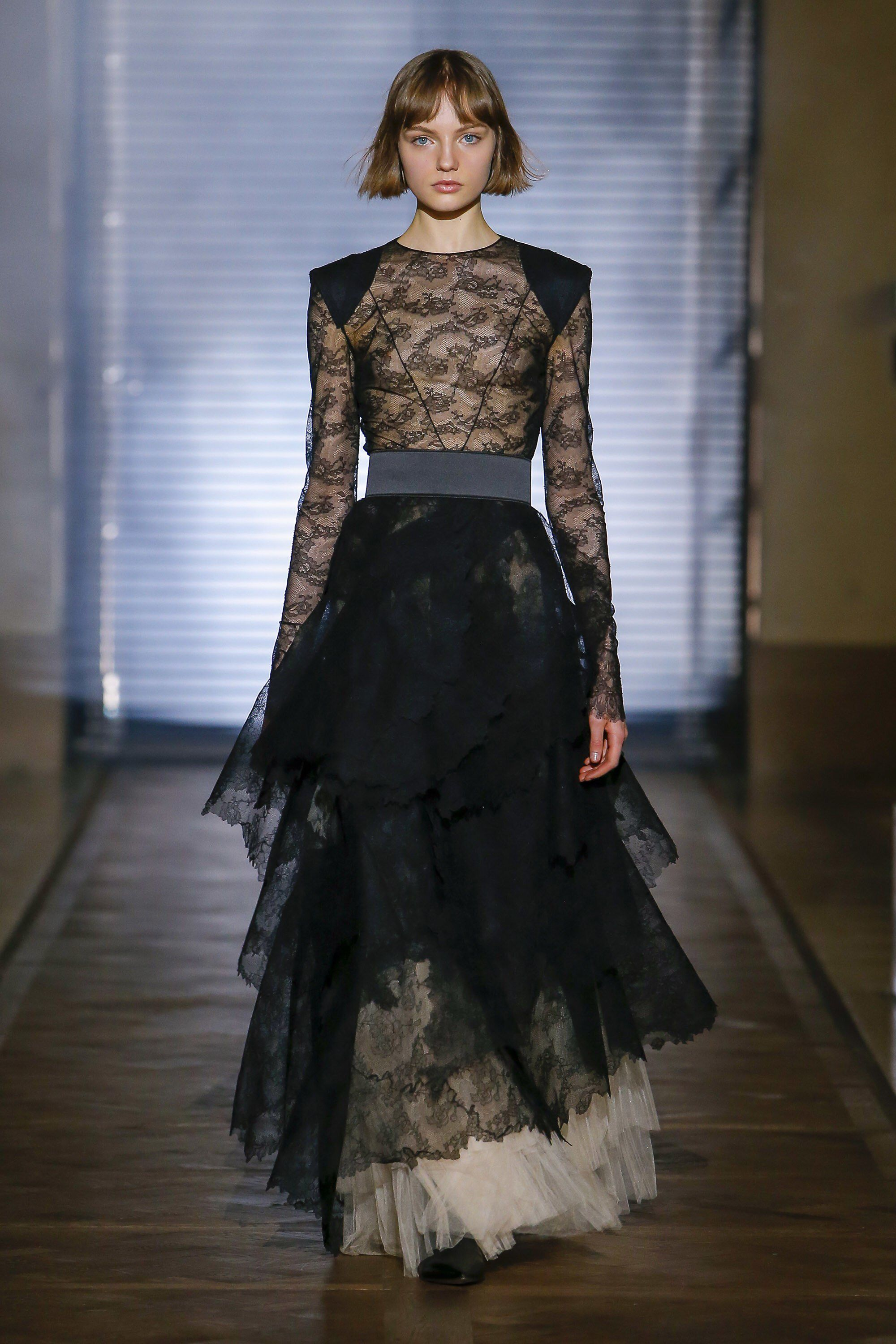Will givenchy couture shows forecast dress for spring in 2019