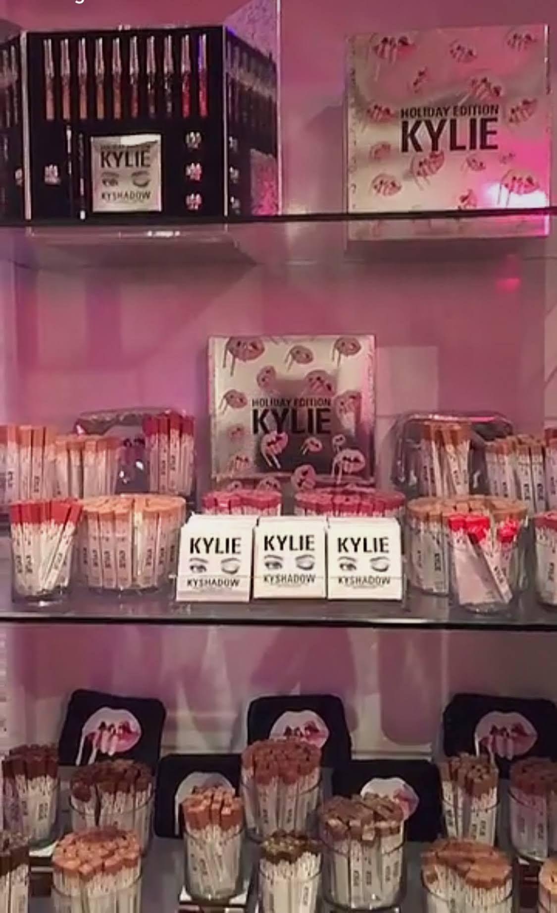 Kylie Cosmetics Pop Up Shop (с изображениями) Макияж