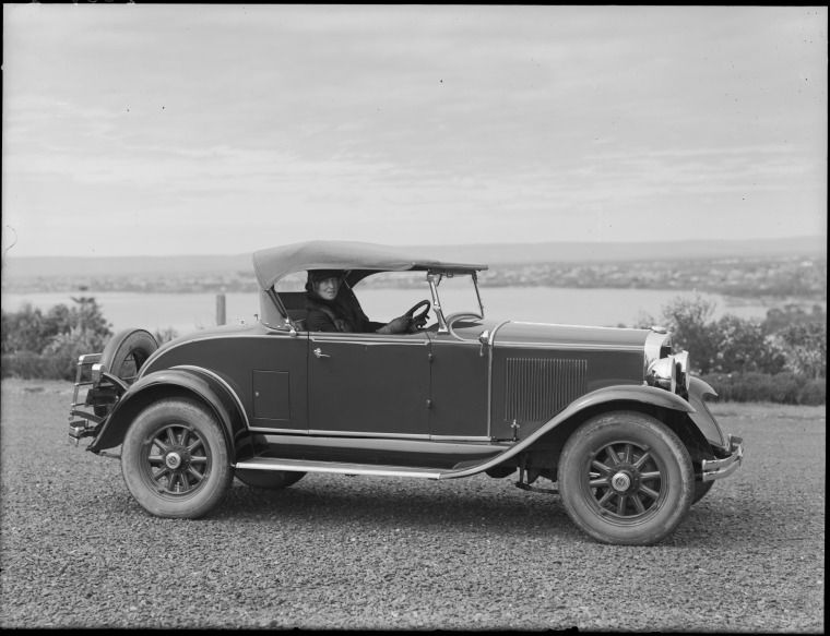 100640PD Phoebe Surber and her GrahamPaige car, 1929