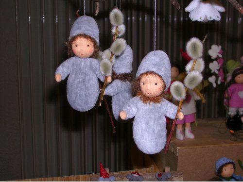 Weidenk tzchen blumenkinder und deko zwerge wichtel und kleine p ppchen pinterest deko - Weidenkatzchen deko ...