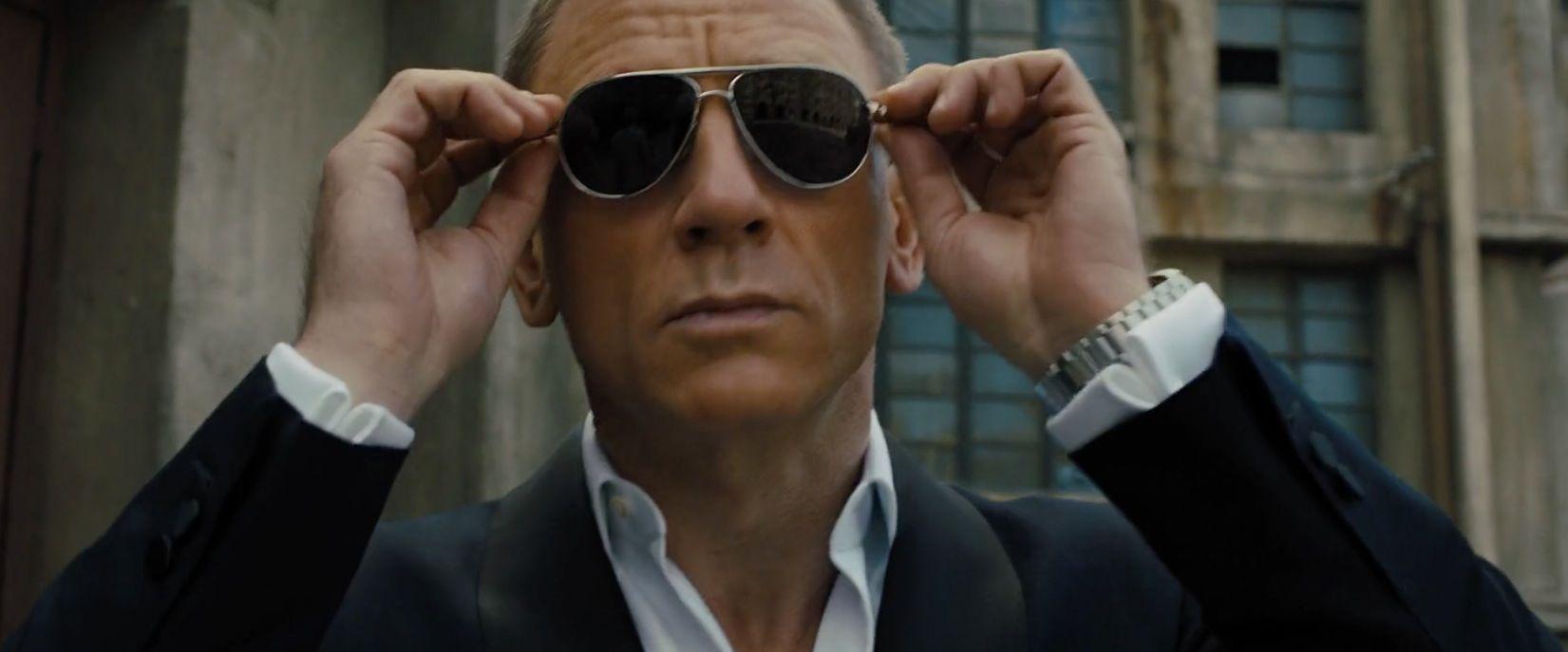 Tom Ford Marko FT0144 sunglasses worn by Daniel Craig in SKYFALL (2012) @ tomford | Daniel craig james bond, Tom ford aviator sunglasses, Tom ford aviators