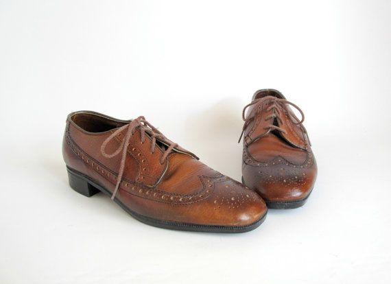 Vintage 1960s Mens Shoes Brown Wingtips Rockabilly Size 9 Etsy Men S Shoes Dress Shoes Men Vintage Shoes