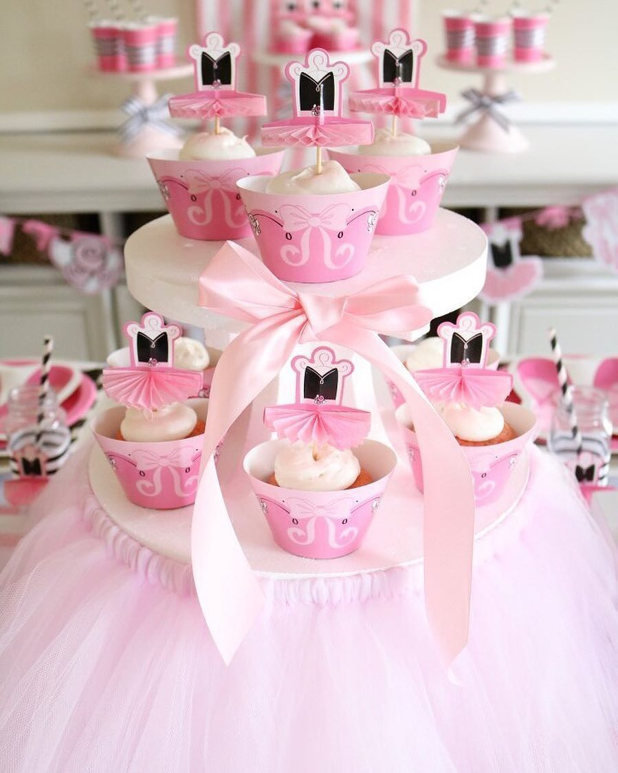 We love how @sweetlychicevents made our cupcake stand on pointe for ...
