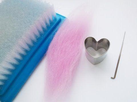 Hyvä video aloittelijalle neulahuovutuksesta: esitellään työvälineitä sekä tehdään muotin avulla sydän.