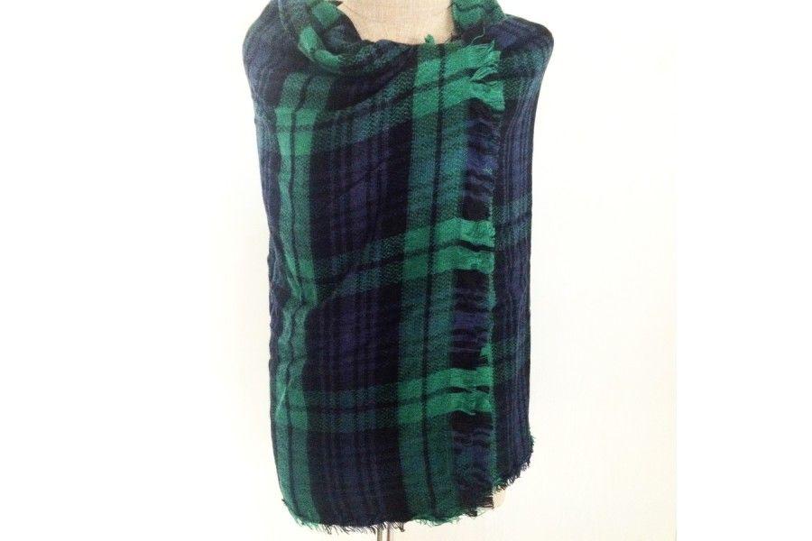 La douce chaleur d une écharpe tartan vert imprimé écossais. adeb1a60486