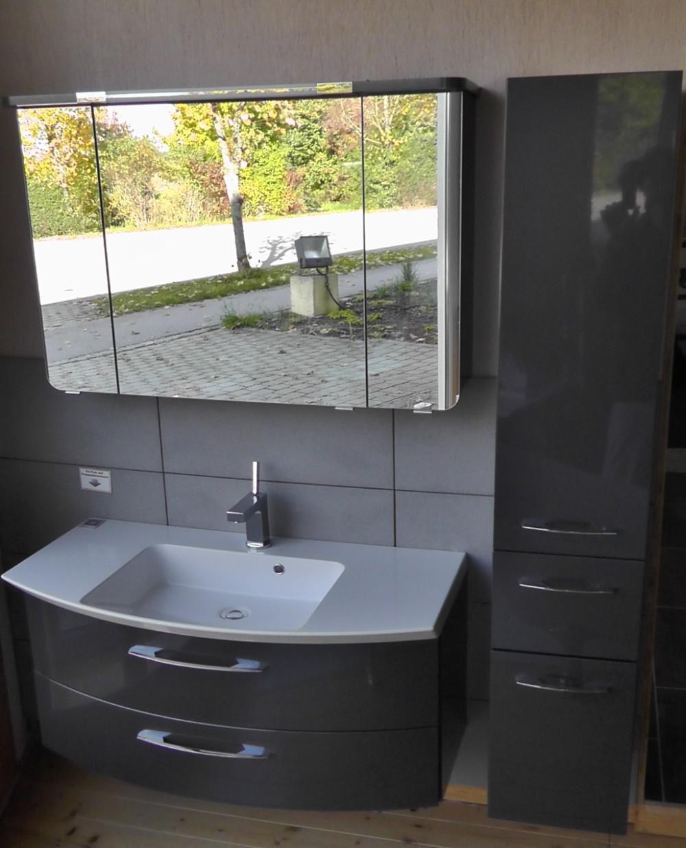 Aquarell Badmobel Badmobel Written By Smartis Share Tweet Pin It Google Email Whatsapp Moderne Badezimmer Mobel Platzsparende B In 2020 Vanity Double Vanity Bathroom