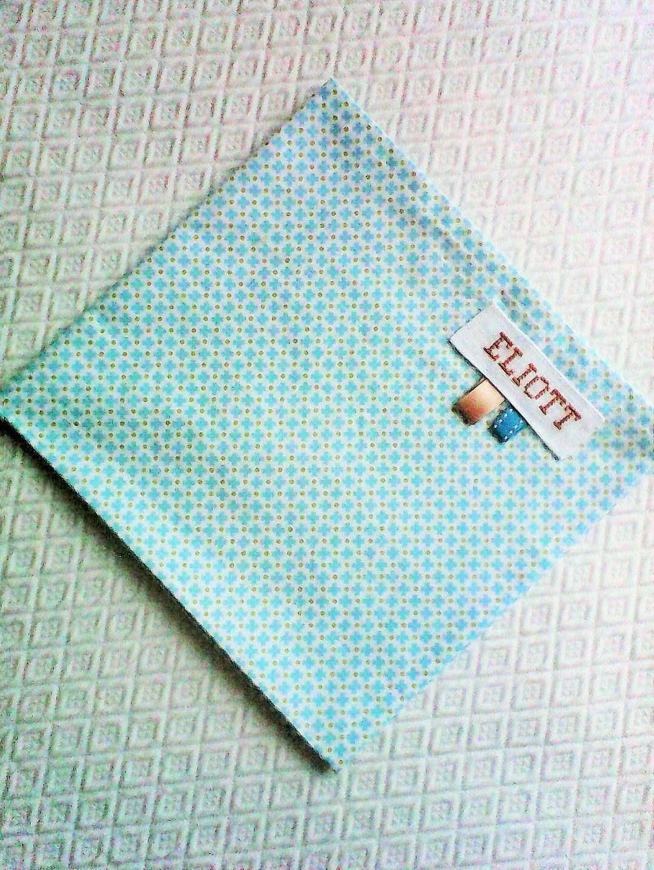 Serviette De Table Enfant No 12 Personnalisable Tissu De Coton Petites Croix Turquoise Et Points Beige Sur Fond Bla Serviette De Table Table Enfant Serviettes