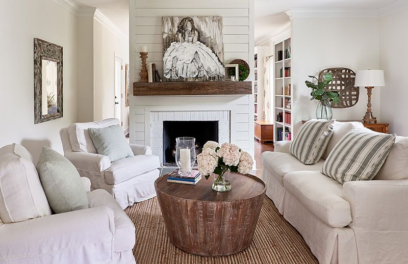How To Make Small Spaces Feel Luxurious Cottage Style Decorating Renovating And Entertaining Id Small Cottage Interiors Small Family Room Family Room Design