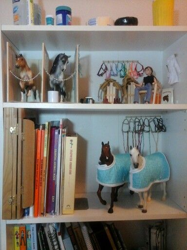 Breyer Barn Tour : breyer, Updated, Breyer, Decor,, Bookcase