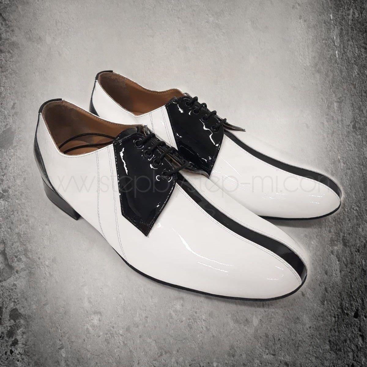 Scarpa uomo in vernice bianca e nera,  suola in bufalo ,tacco 20 stepbystep-mi.com   #stepbystep #ballo #tango #salsaon2 #scarpedaballo #mocassini #manshoes #scarpedauomo #danceshoes #salsa #bachata #fashion #shopping #shoppingonline #glamour #bachatasensual #shoe #style #instagood  #personalized #instashoes #instaheels  #stepbystepshoes #strass #rhinestones #rhinestoneshoes