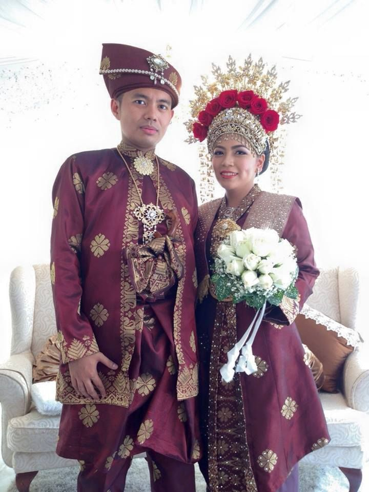 Songket pengantin by Chantique the bridal gallery Batik